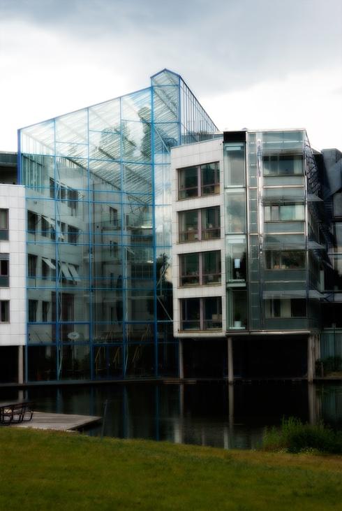 En vackert belägen arkitektritad kontorsbyggnad