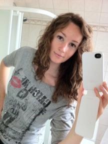Jag är glad över att håret börjar kännas långt! :)