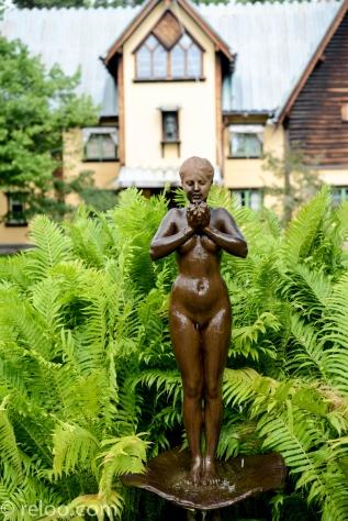 Staty utanför Anders Zorns hem