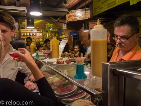 Inne på en tapas-bar i Barcelona