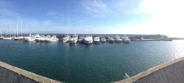 Vid en hamn