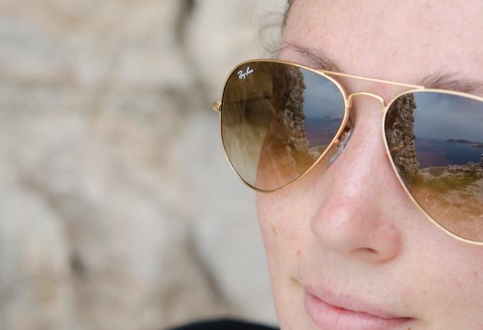 Ett par solglasögon