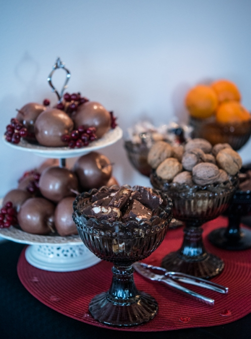 Godisbordet i väntan på julmaten