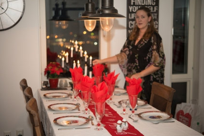 Annelie förbereder julbordet
