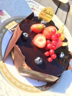 Chokladtårta med browniebotten, vaniljkräm och chokladmousse från Majgården
